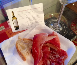 Cheese and charcuterie with a glass of 100 percent Viura.