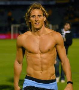Gratuitous shot of Diego Forlan. Santa Barbra Vinters did not send me a free sample, but it's not too late.